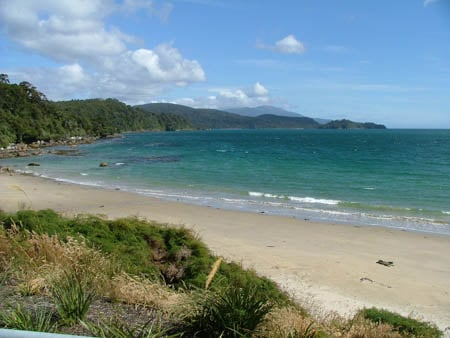 lee bay, stewart island, sails ashore